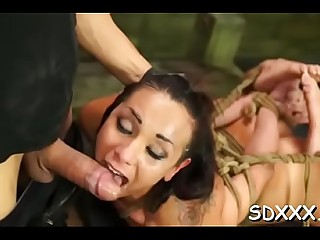Sensual bombshell dwells on sucking