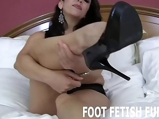 I want to feel your hot tongue on the bottom of my feet